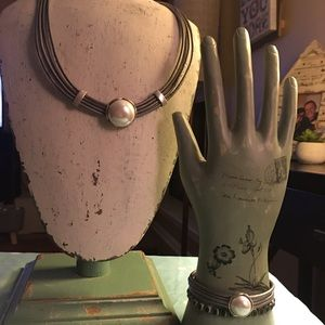 Modern pearl set
